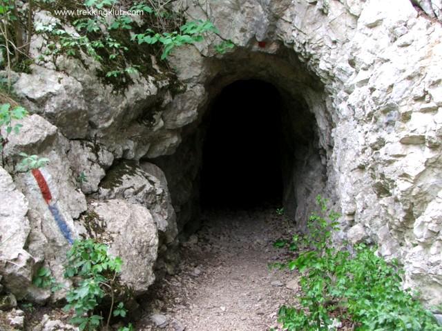 Trail markings - Nera tunnels
