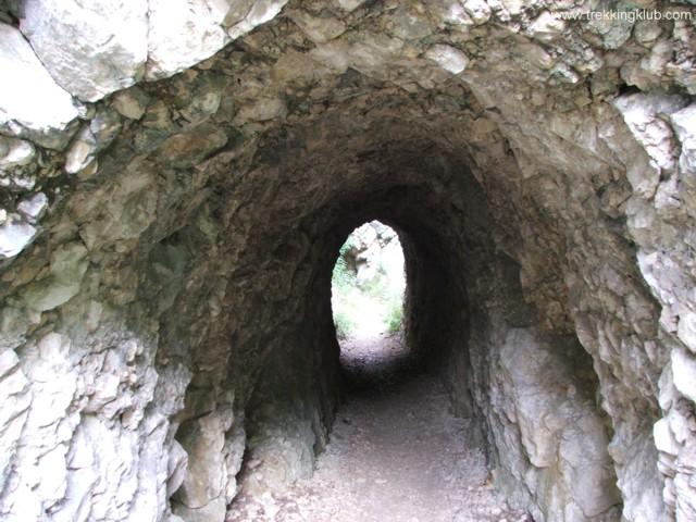3037 - Nera tunnels