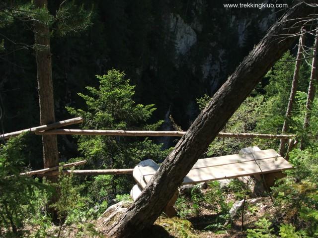 Resting place over the Bicajel brook - Surducului Stone