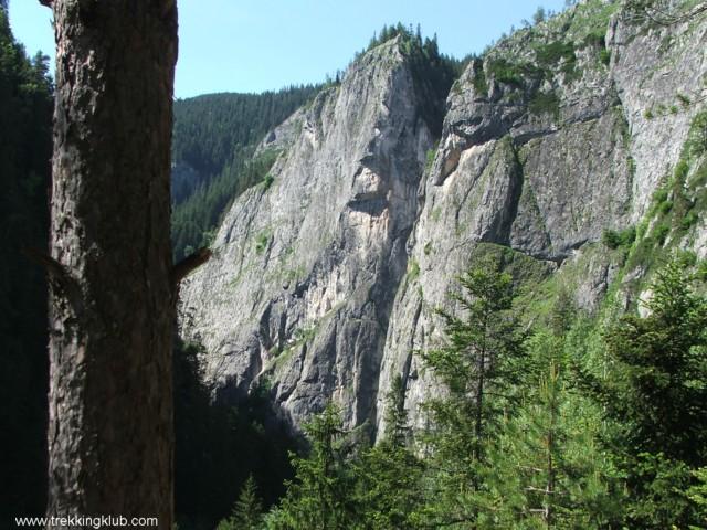 Középen az Őrtorony - Szurdok-kő