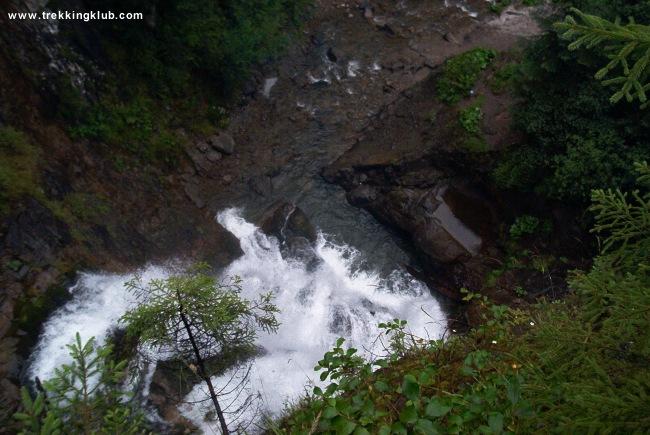 Rachetele waterfall - Poarta Alunului cave