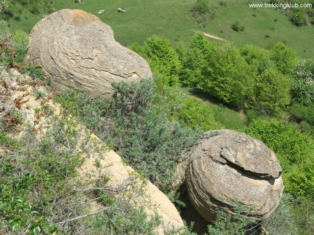 Gömbölyű kövek - Gömbölyű kövek