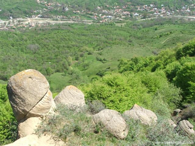 Round rocks above Chiojdu village - Round rocks from Chiojdu