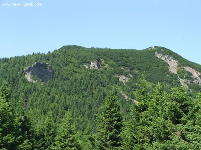 A Tamó-tető a Veres-kő felől nézve - Tamó sziklavára