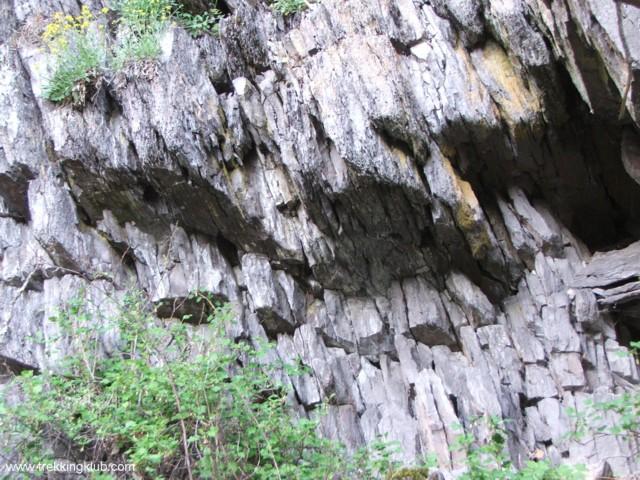 Lemezes törésű szikla - Beás-tető