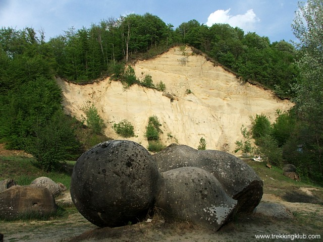 1454 - Gömbkövek múzeuma