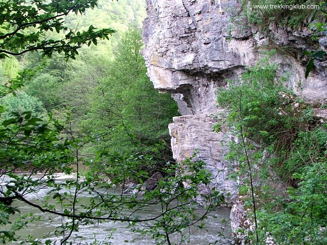 Sziklába vájt ösvény - Robbantott-szikla