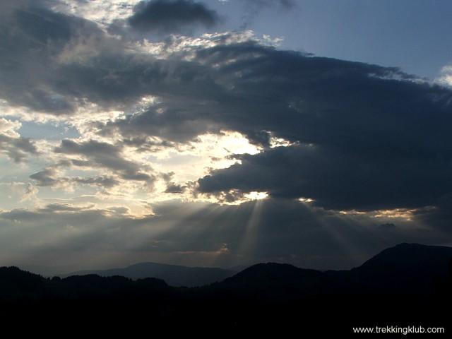 Bataia soarelui cu norii - Jávárdi