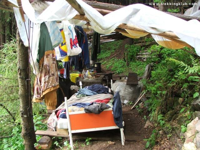 Felújítás alatt levő  menedékház - Súgó-barlang