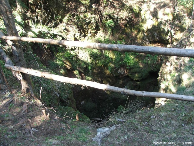 Ne lépj a kerítés mögé - Likas-zsomboly