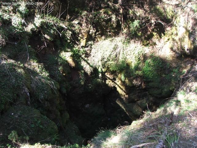 8 m átmérőjű bejárat - Likas-zsomboly