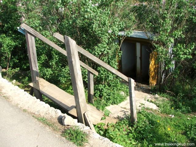 Toaleta suspendata - Podul lui Dumnezeu