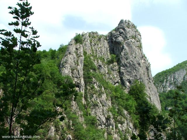 1552 - Rejtett sziklakapu