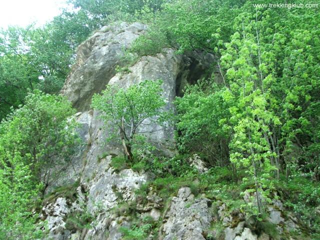 A sziklakaput rejtő szikla - Rejtett sziklakapu