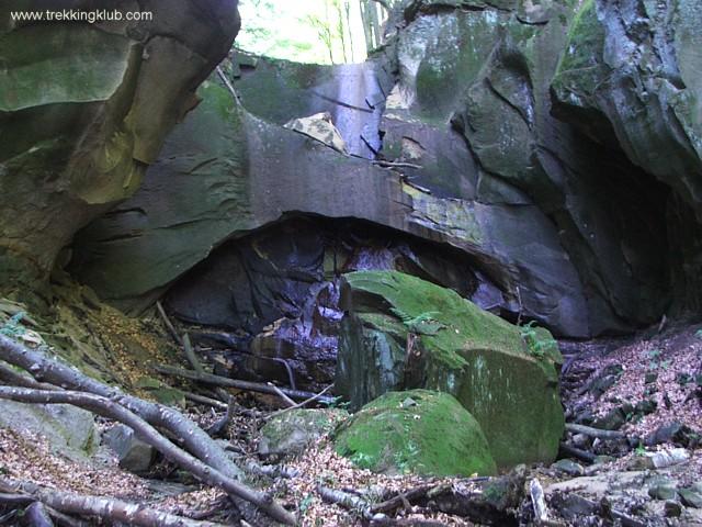 Cascada de dupa arcada - Cascadele de la Cariera