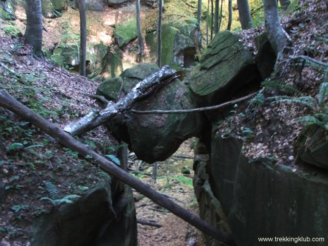 Függő kőtömb - A kőbánya vízesései